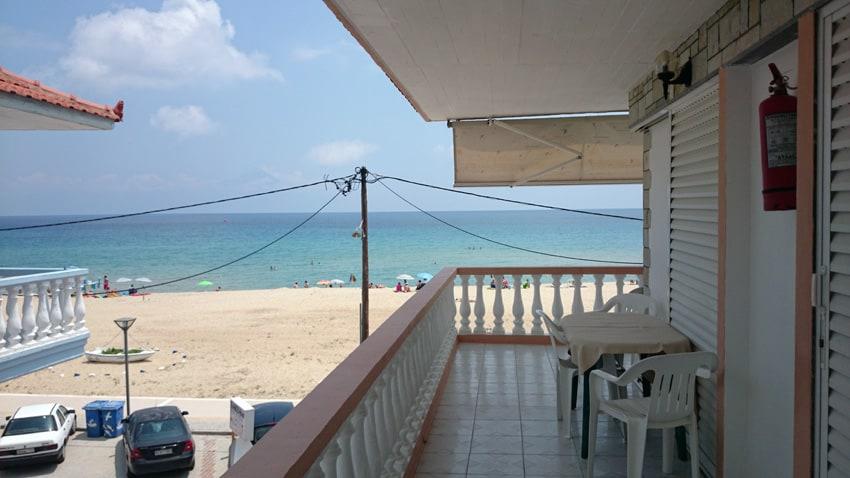 Utsikt från framsidan av hotel Galini