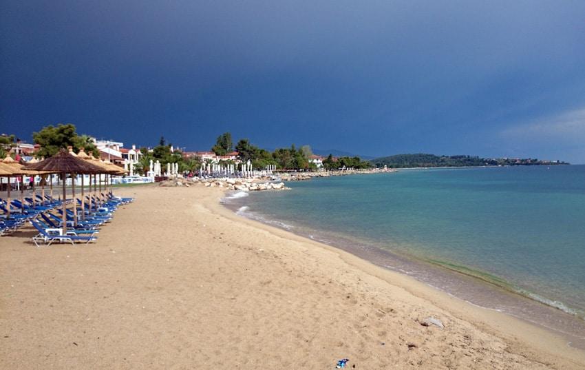 Långa Nikiti beach